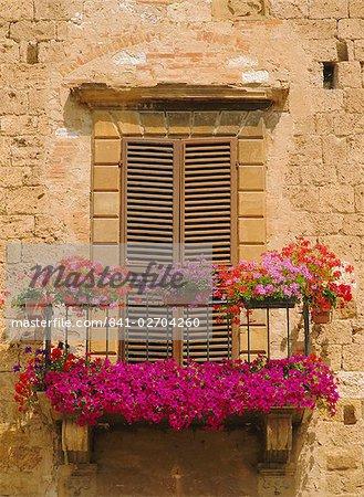 Balcon couvert de fleurs, Colle di Val d'Elsa, Toscane, Italie