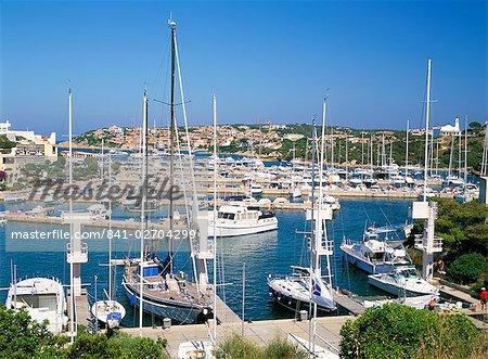 Le port de plaisance de Porto Cervo, Costa Smeralda, l'île de Sardaigne (Italie), Méditerranée, Europe