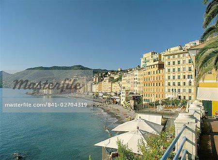 Bâtiments anciens colorés sur le front de mer, Camogli, Liguria, Riviera italienne, Italie, Europe