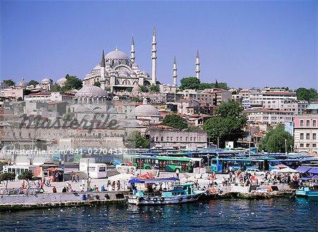 Découvre de Eminonu, port zone, Istanbul, Turquie, Europe