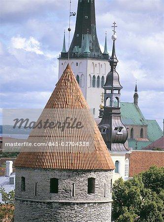 Toits de la vieille ville et l'église Saint-Nicolas, patrimoine mondial de l'UNESCO, Tallinn, Estonie, Etats baltes, Europe