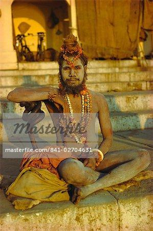 Hindu holy man, Ghatia meditating as the sun rises in the early morning, Varanasi (Benares), Uttar Pradesh State, India