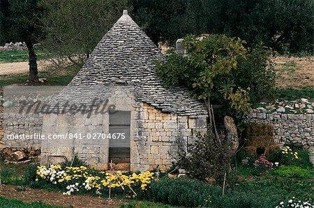 Trullo near Locorotondo, Puglia, Italy, Europe