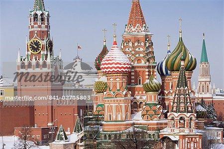 Cathédrale chrétienne de Saint-Basile en hiver neige, place rouge, patrimoine mondial de l'UNESCO, Moscou, Russie, Europe