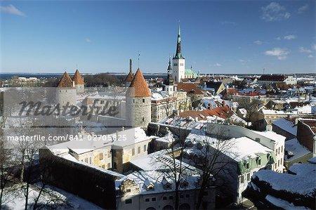 Vue d'hiver élevé de Toompea dans le Old Town, Tallinn, UNESCO World Heritage Site, Estonie, Etats baltes, Europe