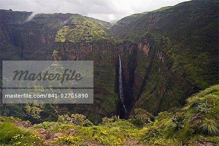 Chute spectaculaire près Sankaber, patrimoine mondial de l'UNESCO, Parc National du Simien, The Ethiopian Highlands, Ethiopie, Afrique