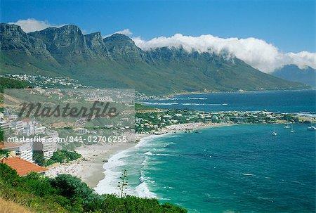 Baie de Clifton, abritée par la plus grande tête et douze apôtres, Cape Town, Afrique du Sud