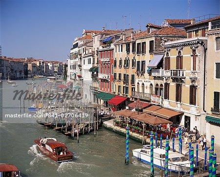 Le Grand Canal depuis le pont du Rialto, Venise, Vénétie, Italie, Europe