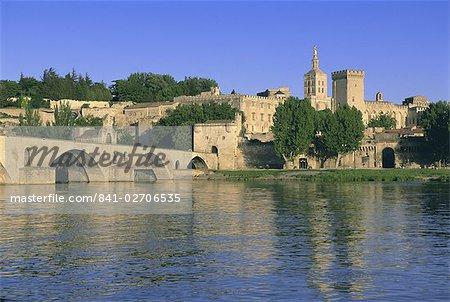 Pont St. Benezet (le Pont d'Avignon) bridge over the Rhone River, Avignon, Vaucluse, Provence, France, Europe