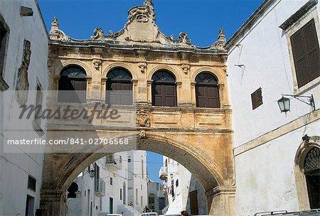 Archway baroque, Ostuni, Pouilles, Italie, Europe