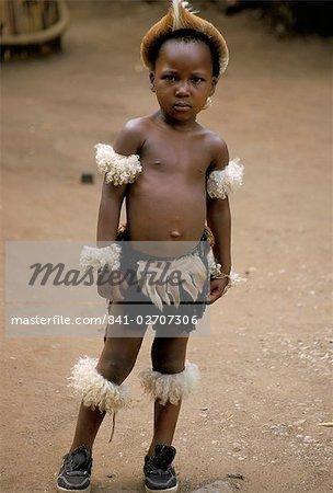 Boy zoulou, village zoulou, Zululand, Afrique du Sud, Afrique