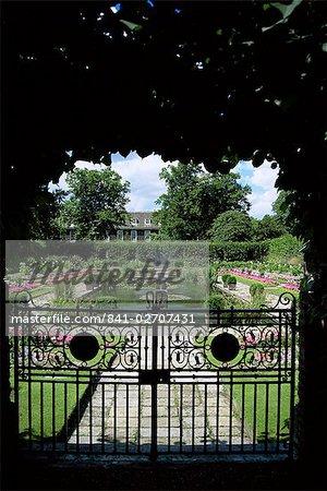 Sunken garden, Kensington Gardens, London, England, United Kingdom, Europe