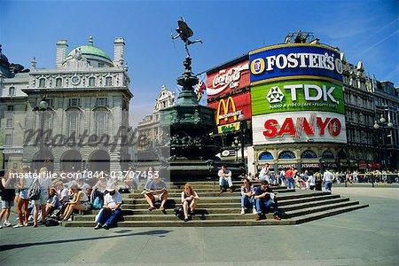 Statue von Eros und Piccadilly Circus, London, England, UK