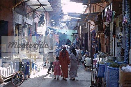 Street scene in the souks of the Medina, Marrakech (Marrakesh), Morocco, North Africa, Africa