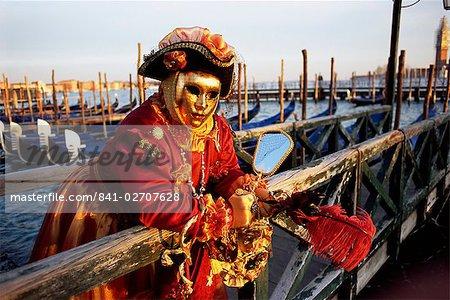 Portrait d'une personne habillée en carnaval masque et costume, carnaval de Venise, Venise, Vénétie, Italie, Europe