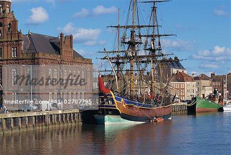 Navire du capitaine Cook amarré sur le quai dans le havre de Great Yarmouth, Norfolk, Angleterre, Royaume-Uni, Europe