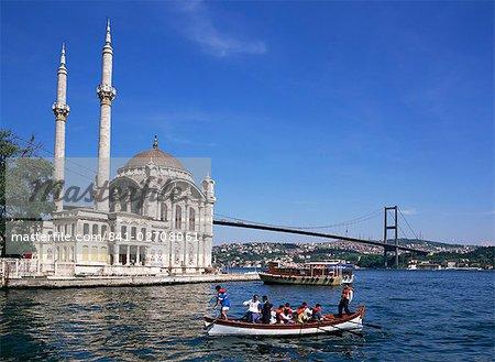 Ortokoye Mosque and Bosphorus, Istanbul, Turkey, Europe, Eurasia