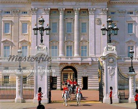 Transport quitte le Palais de Buckingham, London, England, UK