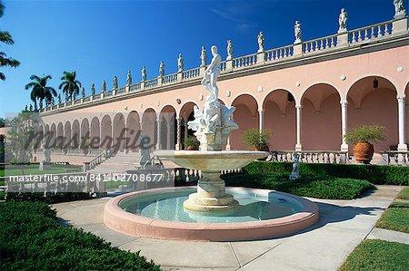 Fontaine de l'océan dans la Cour du Musée Ringling d'Art à Sarasota, Floride, États-Unis d'Amérique, l'Amérique du Nord