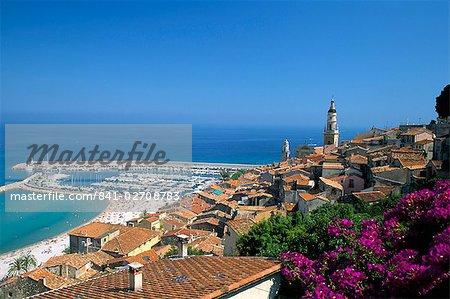 Découvre à travers de vieux toits de ville refuge, à Menton, Alpes-Maritimes, Côte d'Azur, Provence, Côte d'Azur, France, Méditerranée, Europe