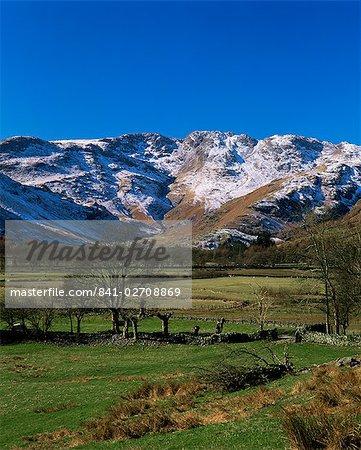 Zeigen Sie an-Tal zu Crinkle Crags in Winter, Great Langdale, Lake District-Nationalpark, Cumbria, England, Vereinigtes Königreich (Großbritannien), Europa