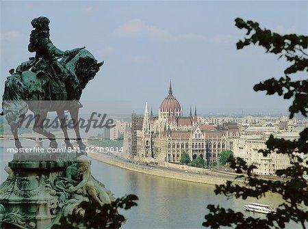 La statue d'Eugène de Savoie, surplombant le Danube, Budapest, Hongrie