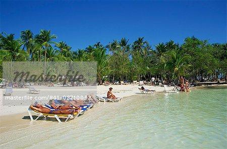 Touristes sur la plage, Punta Cana, République dominicaine, Antilles, Caraïbes, Amérique centrale