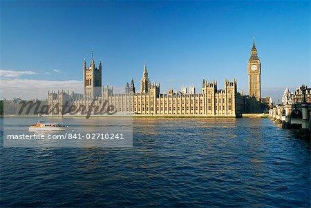 Les chambres du Parlement, Site du patrimoine mondial de l'UNESCO, à travers la rivière Thames, Londres, Royaume-Uni, Europe