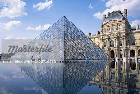 The Pyramide and Palais du Louvre, Musee du Louvre, Paris, France, Europe