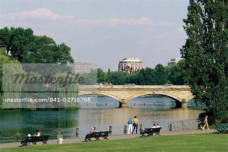 Hyde Park und der Serpentine, London, England, Vereinigtes Königreich, Europa