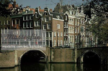 Canaux de jonction de Reguliersgracht et Keizersgracht, Amsterdam, Hollande, Europe