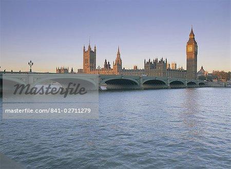 Chambres du Parlement (Palais de Westminster), patrimoine mondial de l'UNESCO, le pont de Westminster et Tamise, Londres, Royaume-Uni, Europe