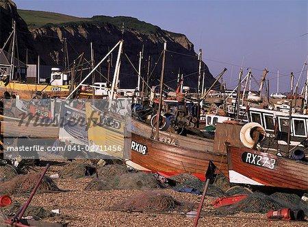 Pêche bateaux dessus la plage, Hastings, East Sussex, Angleterre, Royaume-Uni, Europe