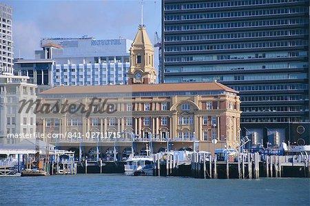 Ferry Terminal sur le front de mer et catamarans aller aux îles, Auckland, Auckland Central, North Island, Nouvelle-Zélande, Pacifique