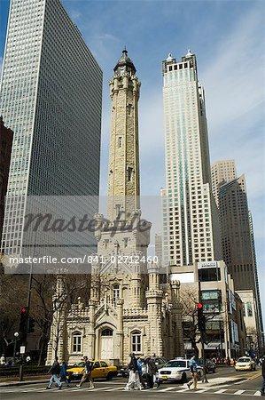Le château d'eau historique, près de la John Hancock Center, Chicago, Illinois, États-Unis d'Amérique, l'Amérique du Nord