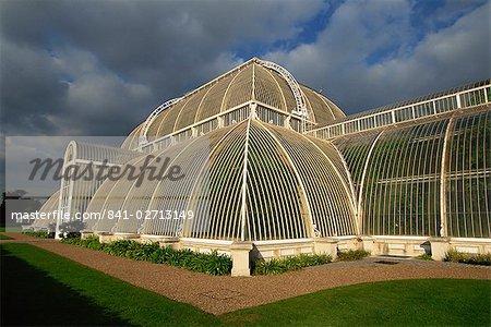 Extérieur de la serre des palmiers, le Royal Botanic Gardens à Kew (Kew Gardens), Site du patrimoine mondial de l'UNESCO, Londres, Royaume-Uni, Europe