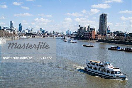 Blick über die Themse, einschließlich des Swiss Re Gebäudes (die Gurke), London, England, Vereinigtes Königreich, Europa