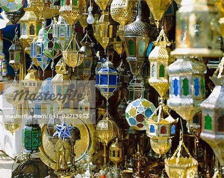 Lanternes à vendre dans le souk près de Djemaa el Fna (Jemaa el Fna), Marrakech (Marrakech), Maroc, Afrique du Nord, Afrique