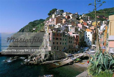 Village of Riomaggiore, Cinque Terre, UNESCO World Heritage Site, Liguria, Italy, Mediterranean, Europe