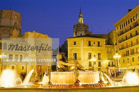 Plaza de la Virgen (place de la Vierge) au crépuscule, vieux quartier de ville, Valence, Espagne, Europe