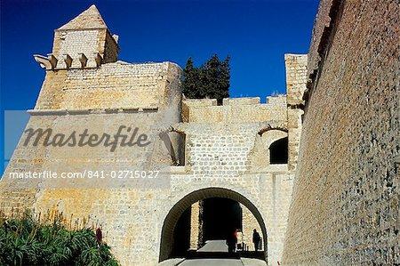 Murailles et portes de la vieille ville d'Ibiza, (d'Alt Villa) (Alta Vila) (ville haute), la ville d'Ibiza, Ibiza, îles Baléares, Espagne, Méditerranée, Europe