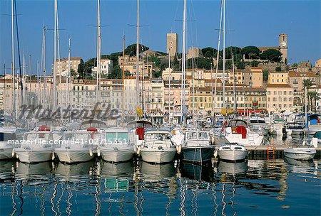 Port, quai Saint-Pierre et Le Suquet, Cannes, Alpes Maritimes, Provence, Côte d'Azur, France, Méditerranée, Europe