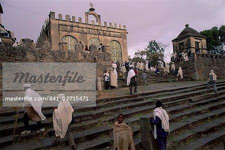 Christian pilgrims, Easter festival, Sainte Marie de Sion, Axoum (Axum) (Aksum), Tigre region, Ethiopia, Africa