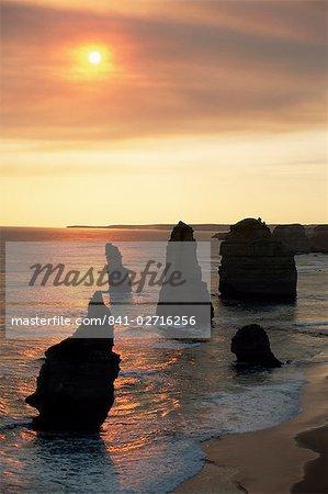 The Twelve Apostles, rock formations, the Great Ocean Road, Victoria, Australia, Pacific