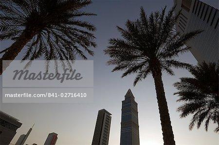 Coucher de soleil Sheikh Zayed Road, Dubaï, Émirats Arabes Unis