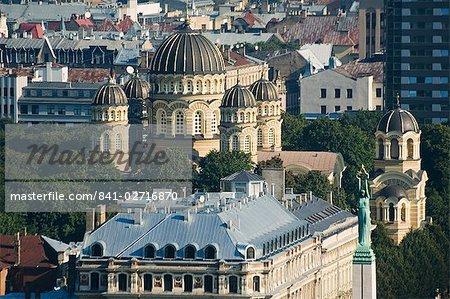 Vue aérienne de l'Eglise orthodoxe russe, 1884 et le Monument de la liberté, Riga, Lettonie, États baltes, Europe
