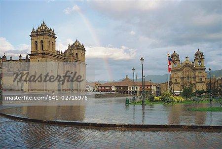 La cathédrale et El Triunfo, Plaza de Armas, Cusco, Pérou, en Amérique du Sud