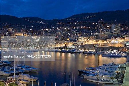 Front de mer dans la nuit, Monte Carlo, Principauté de Monaco, Côte d'Azur, Méditerranée, Europe