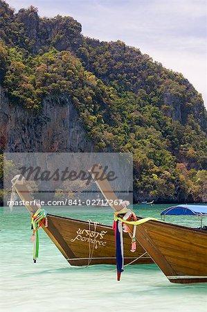 Plage de Yong Kasem, surnommée Monkey Beach, île de Phi Phi Don, Thaïlande, Asie du sud-est, Asie