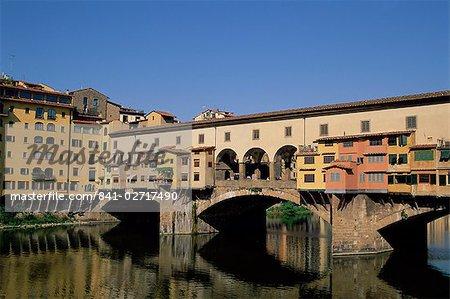 Ponte Vecchio sur le fleuve Arno, Florence, UNESCO World Heritage site, Toscane, Italie, Europe
